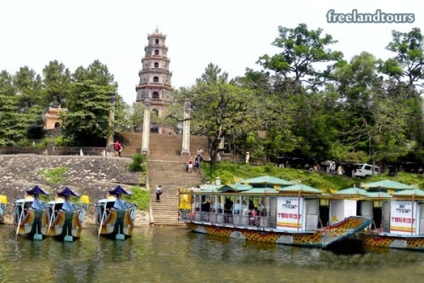 Hue Royal Tombs discovery , Hue royal tombs tours